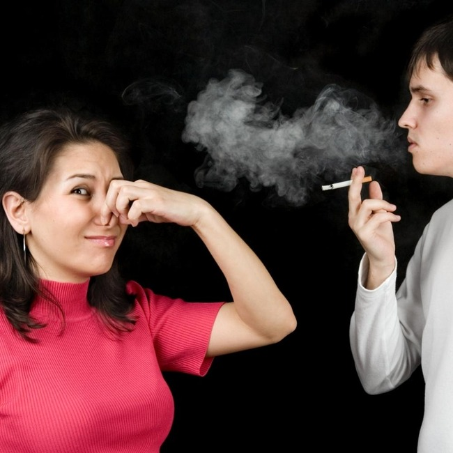 居酒屋の喫煙席でタバコ吸ったら怒られたんだがwww