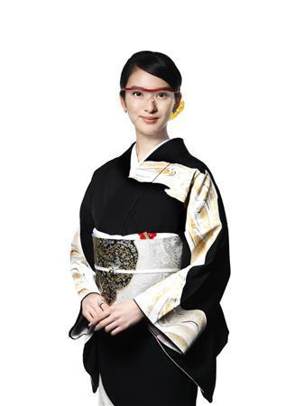 女優の武井咲さんが「ハズキルーペ」のCMで復帰 オサレなメガネ姿も披露