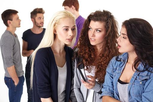 またコソコソ話してるよ… 「集団の女性って怖い!」と思う瞬間
