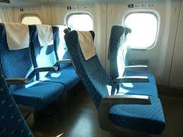 新幹線で「席を倒していいですか」は不要か? 声をかけるべきかで議論に