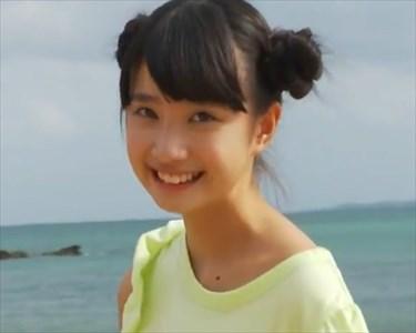 【動画】黒宮れいちゃんが海辺をお散歩
