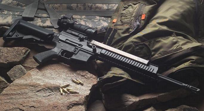 5.56mm弾を使用するAR-15ライフ...