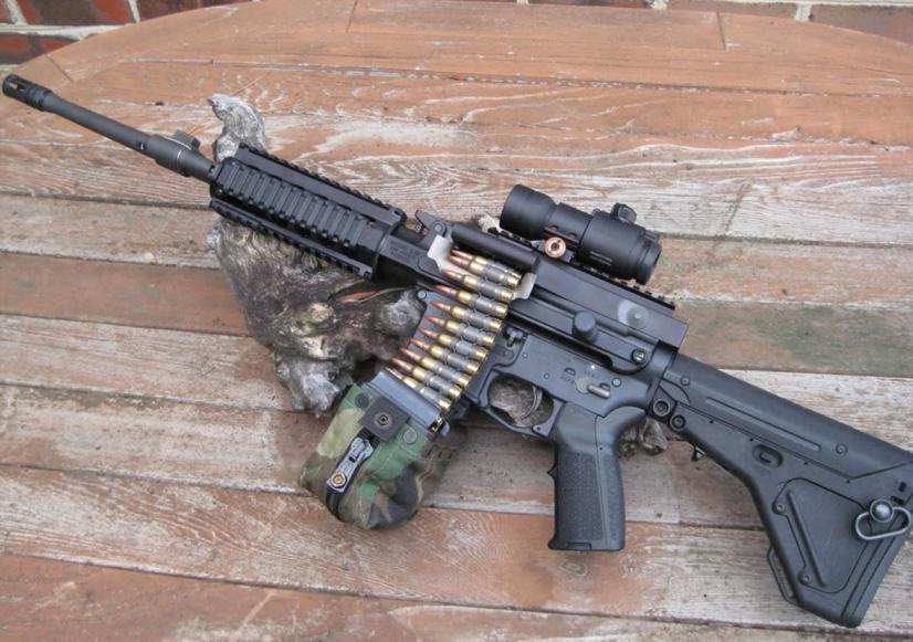 M16/M4カービンを軽機関銃に改造...