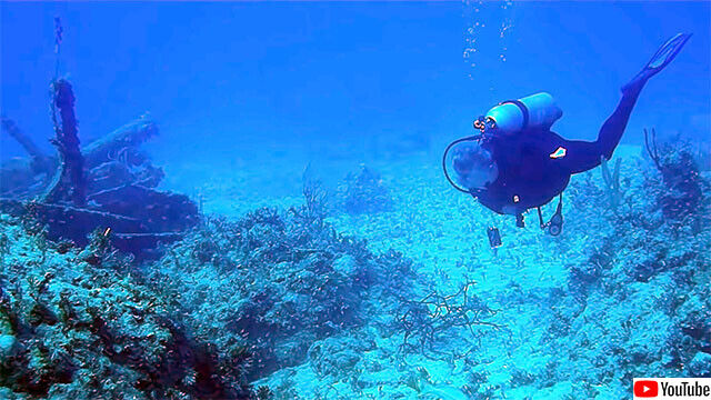 水中に響き渡る潜水艦のソナー音(※音声注意)