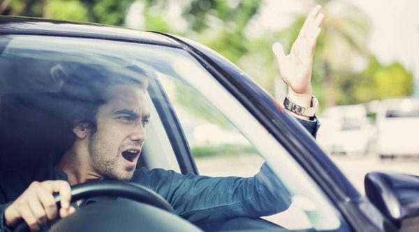 女性が不安になる男性の運転1位は?・・・・・・・