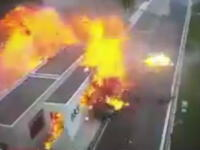 サービスエリアに超速のポルシェが突っ込み4人死亡。どんなスピードやこれ(°_°)