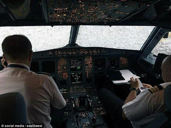 雹がフロントガラスを粉砕! 前が全く見えない飛行機の運命は…
