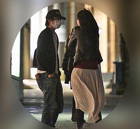 櫻井翔と小川彩佳アナ、テレ朝前で待ち合わせしてるところを撮られる (※画像あり)