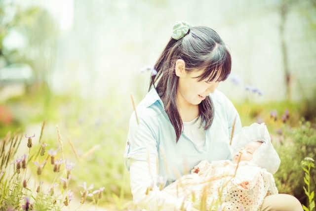 シングルマザーが未婚で出産を選んだ理由と苦労体 …