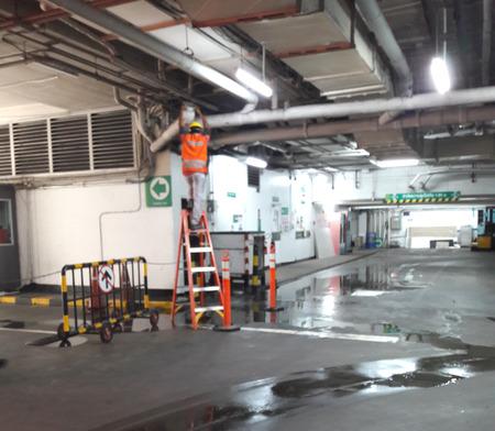 テスコロータス駐車場の水漏れ