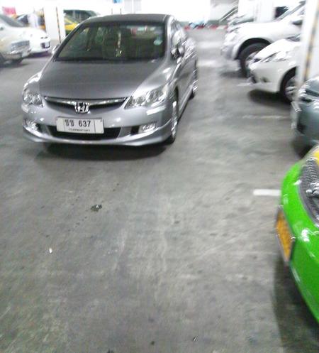 タイ式の駐車方法がこれだ!