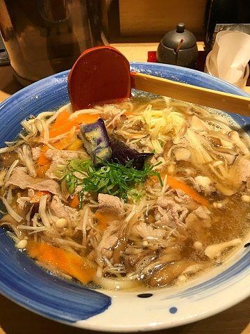水山の生姜仕込みの肉うどん@品川駅