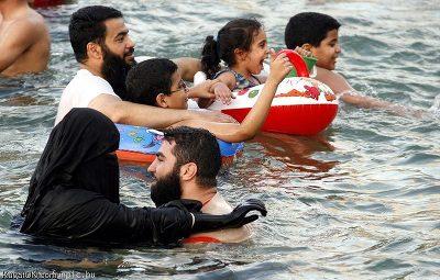 イスラム女性が泳ぐとき ★「イスラム女性が泳ぐとき」より そんなイスラムの女性たちだが、彼女た.