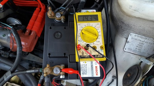 オルタネーター 電圧