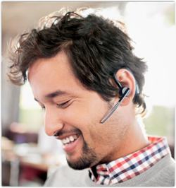 plantronics-voyagerlegend-user-outside-sm