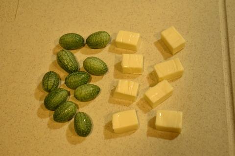 マイクロきゅうりとチーズのおつまみ (2)
