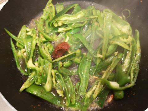 ピーマンの辛味噌炒め (4)
