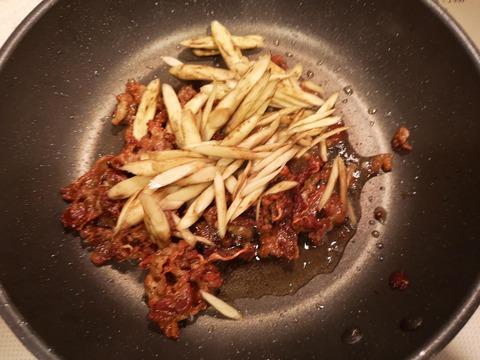 牛肉とゴボウの味噌佃煮 (5)