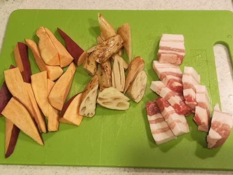 さつま芋と豚肉の炒め煮 (2)