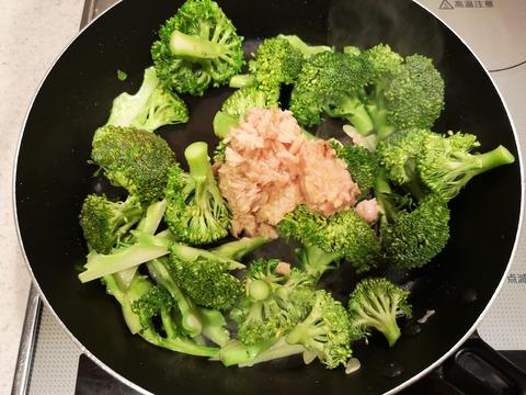 ブロッコリーとツナの塩炒め (5)