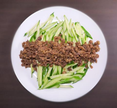 味噌牛肉ときゅうりのサラダ (1)