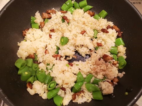 スナップえんどうと豚バラ肉の炒飯 (6)