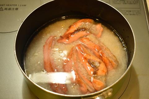 鮭のあらで炊き込みご飯 (6)