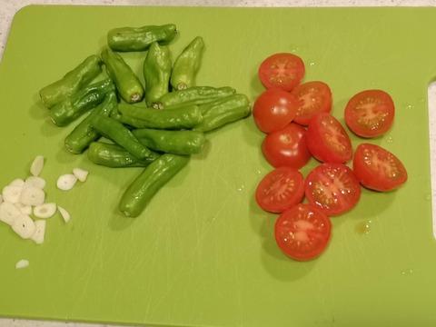 しし唐とミニトマトの温サラダ (2)