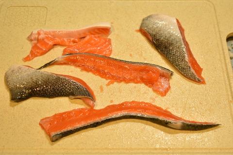鮭のあらで炊き込みご飯 (2)