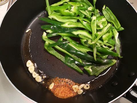 ピーマンの辛味噌炒め (3)