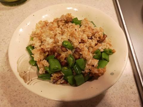 スナップえんどうと豚バラ肉の炒飯 (8)