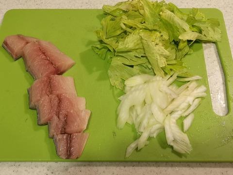 鯖とセロリのさっぱり炒め (2)