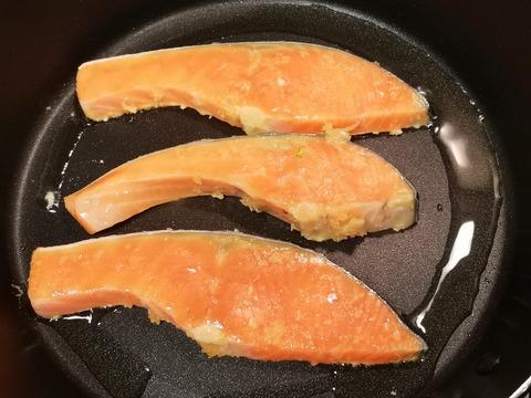 鮭のニンニク焼き (3)