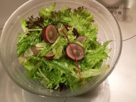 ベビーリーフとブドウのサラダ (4)