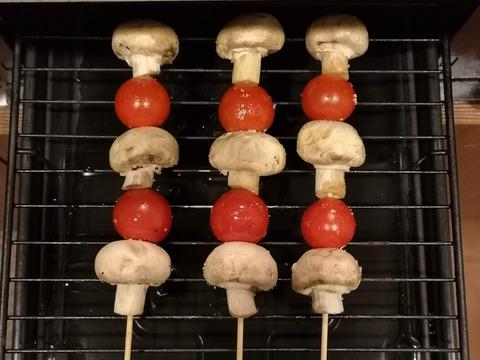 ミニトマトとマッシュルームの串焼き (3)