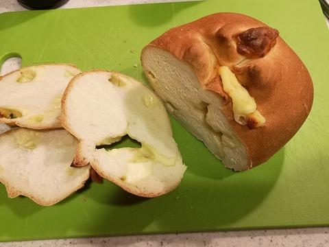 たっぷりチーズパン (18)