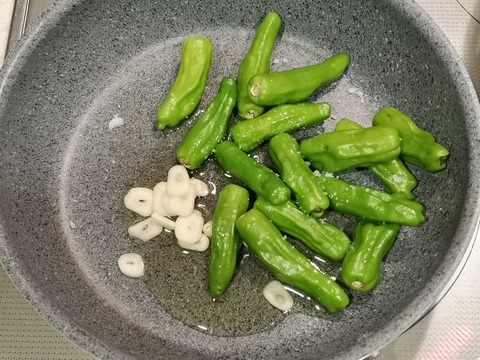 しし唐とミニトマトの温サラダ (3)
