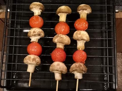 ミニトマトとマッシュルームの串焼き (4)