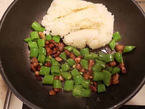 スナップえんどうと豚バラ肉の炒飯 (5)