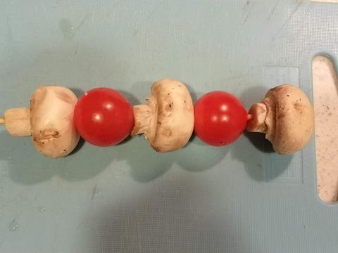 ミニトマトとマッシュルームの串焼き (2)