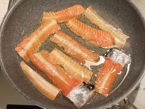 塩鮭の骨せんべい (3)