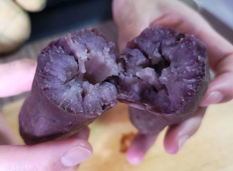 紫芋の焼きいも (1)