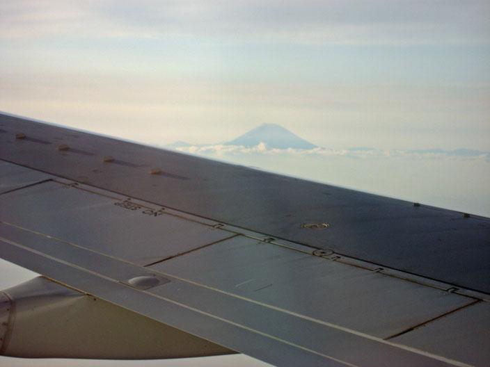 雲の上に富士山山頂