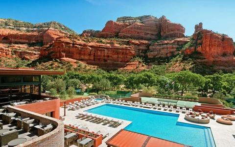 enchantment-resort-exterior-pool-view-1440x900