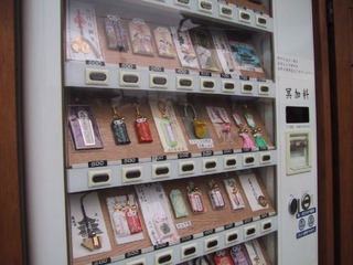 japanese_vending_machines_sell_the_most_unusual_things_640_04