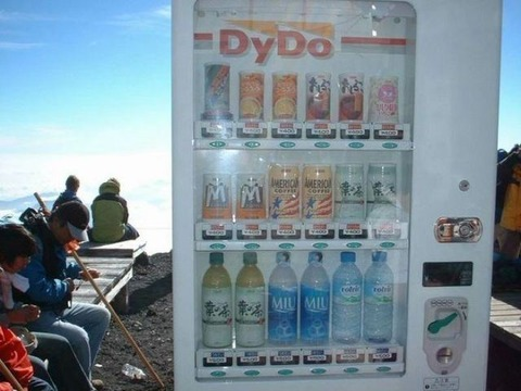japanese_vending_machines_sell_the_most_unusual_things_640_27