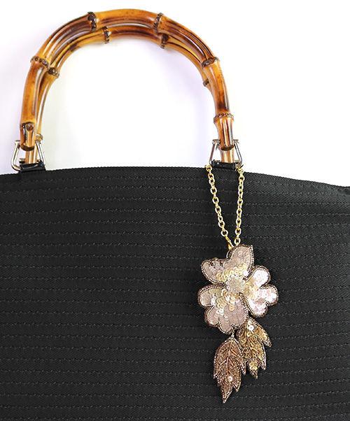 オートクチュール刺繍のバッグチャーム