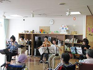 老人ホーム ボランティア演奏 70