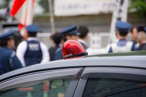 【速報】保釈された伊勢谷友介被告にお菓子とコーラを渡そうとしたユーチューバーが警官に確保され署内に連行されるwww