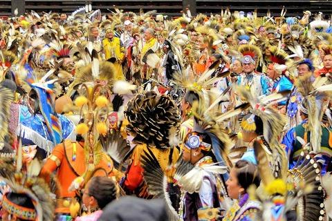 điệu nhảy bản ngữ powwow